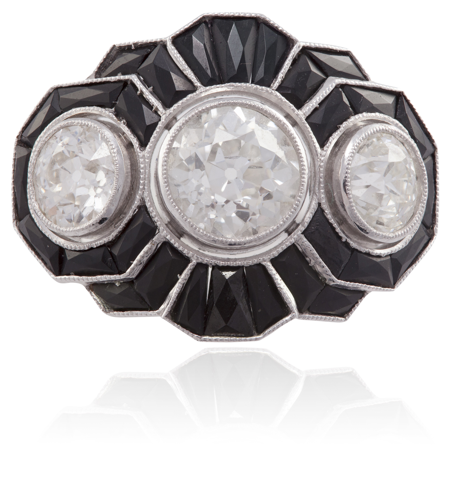 LOT:56 | AN ART DECO DIAMOND AND ONYX RINGOf styli...